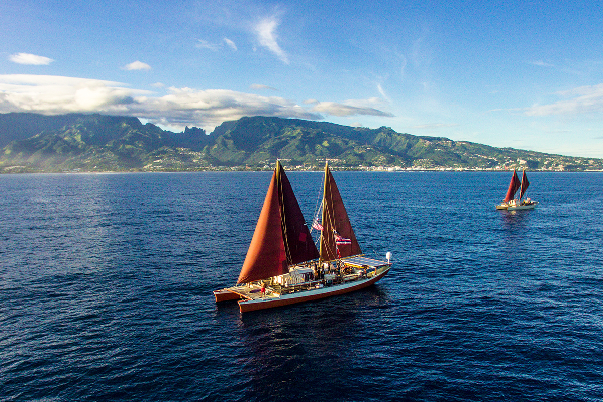 Hikianalia and Hokulea canoes