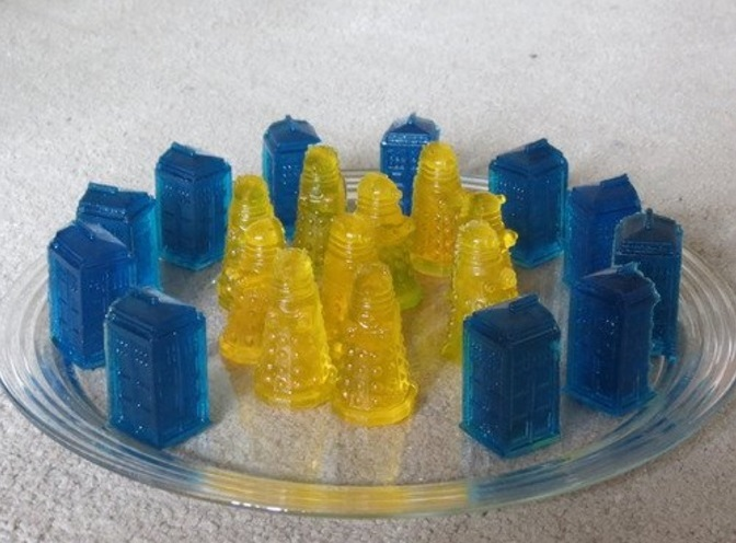 Blue Tardis and Yellow Dalek Jigglers